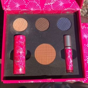 NWT MARY KAY DOWNTOWN DAZZEL COLOR COLLECTION